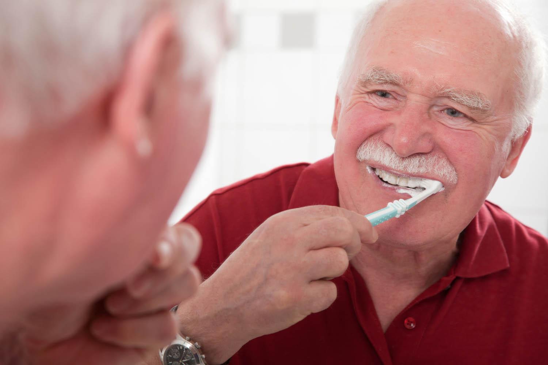 Regelmäßiges Zähneputzen schützt vor Mundgeruch