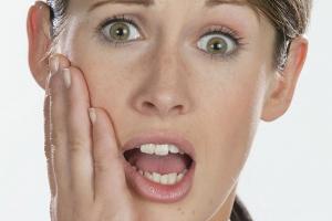 Schmerzempfindliche Zähne & Ursachen