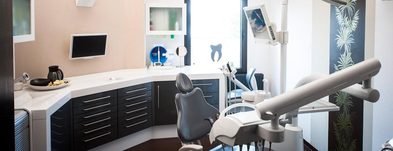 Behandlungsraum der Zahnarztpraxis Aalai Fürth